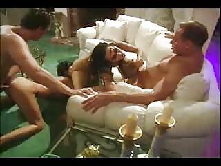 Tres sexoenespanol putas con un consolador enorme