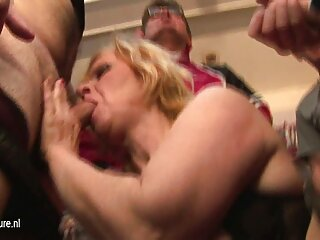Puta rubia lo recibe por porno español publico el culo