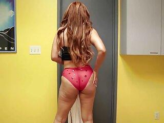 Un maduro se sexo lesbianas españolas folla a una tetona en el baño