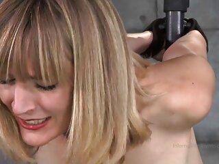 Rubia aislada con videos de sexo subtitulados un consolador