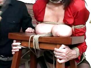 Jojo Kiss se regala a españolas fornicando un negro en una gran cama
