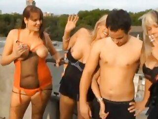 Morena complace coño con juguetes íntimos en cámara free porno español