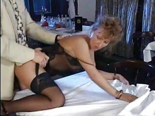 Sexo húmedo porno sensual español en la ducha con una morena tetona