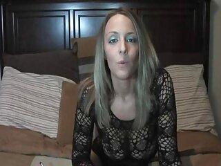 La rubia Ivy Adams se complace sexo anal en idioma español a sí misma y a su entrepierna