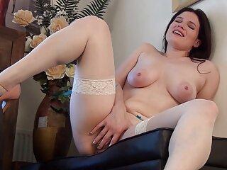 Mamada de alta xnxx jovencitas españolas calidad de una belleza ardiente