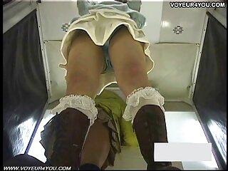 Hermosas lesbianas disfrutan de una suave follada en el sexo hablado en español baño